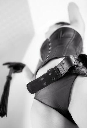 Maîtresse Dominatrice Sadique Elégante Erotique