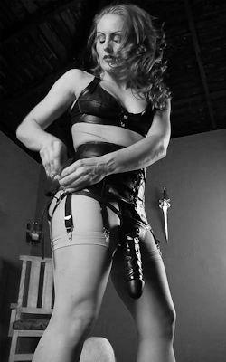 Le strapon est un accessoire indispensable pour sodomiser un soumis sensible à la pénétration anale hard